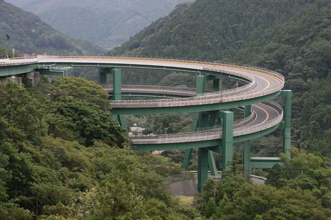 Kawazu Nanadaru, a japán duplahurkú híd